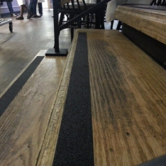 Neslidi laiptų jusosta (juoda)